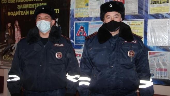 В Марий Эл сотрудники ДПС не дали замерзнуть подростку на трассе