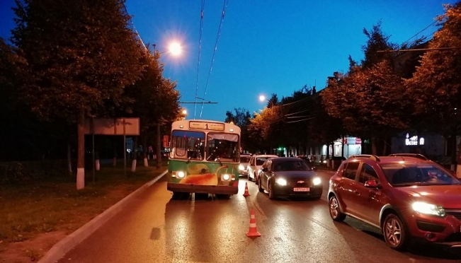 ДТП: в салоне троллейбуса упала женщина-пассажир