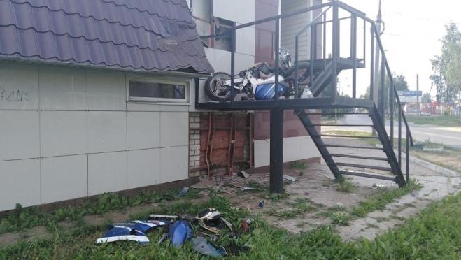 «Каскадёр» на Suzuki спикировал в здание в Йошкар-Оле