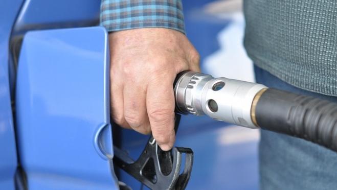 Антимонопольная служба не обнаружила нарушений в росте цен на бензин в России