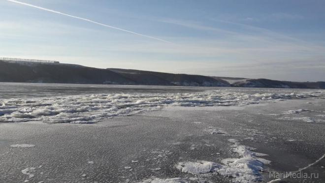 В Марий Эл толщина льда на Волге колеблется от 5 до 15 сантиметров