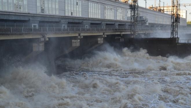 Чебоксарская ГЭС пропускает осенний дождевой паводок