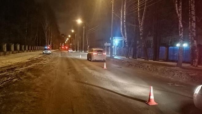 В Йошкар-Оле иномарка переехала человека на проезжей части