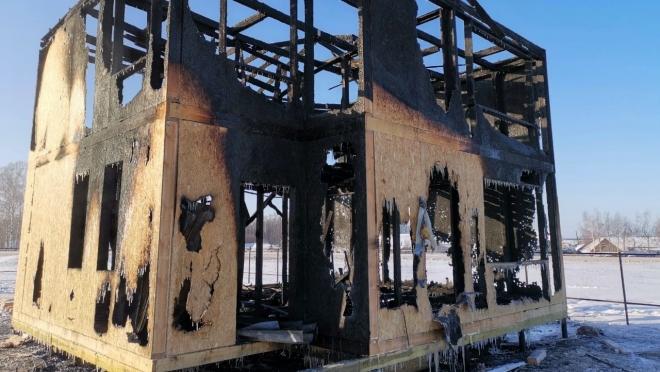 В Сернуре сгорел дом, который не успели достроить