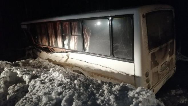 В ДТП с автобусом и снегоуборочной машиной увеличилось количество пострадавших