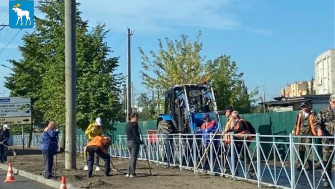 В Йошкар-Оле завершают обустраивать тротуар на улице Эшкинина