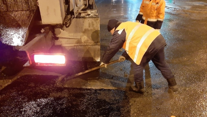 Несмотря на похолодание, в Йошкар-Оле продолжается ямочный ремонт