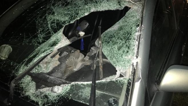 На Казанском тракте отцепившийся тент грузовика разбил иномарку