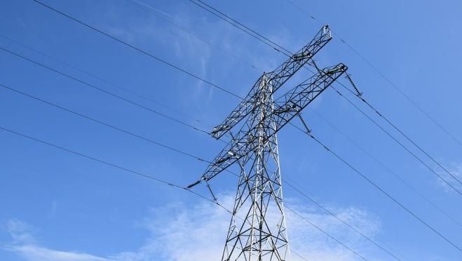 В Мышино продолжается ремонт высоковольтной линии