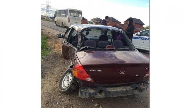 В Марий Эл столкнулись пассажирский автобус и иномарка