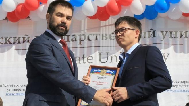 Петр Журавлёв вручил молодым учёным президентские гранты