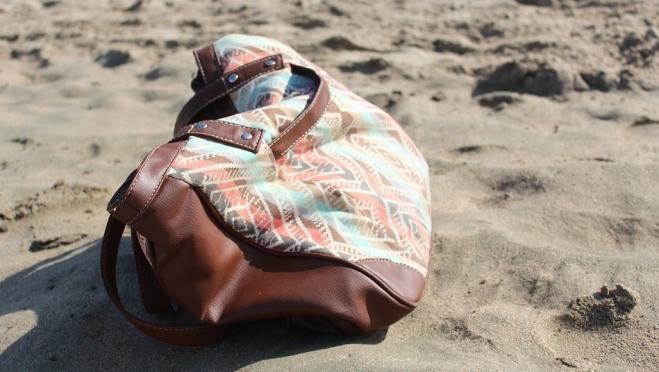 У несовершеннолетней волжанки украли имущество во время купания