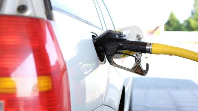 В ПФО подешевел бензин