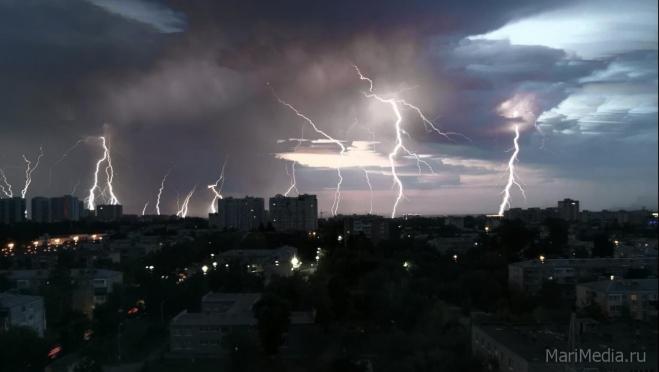В Марий Эл обещают грозы и порывистый ветер