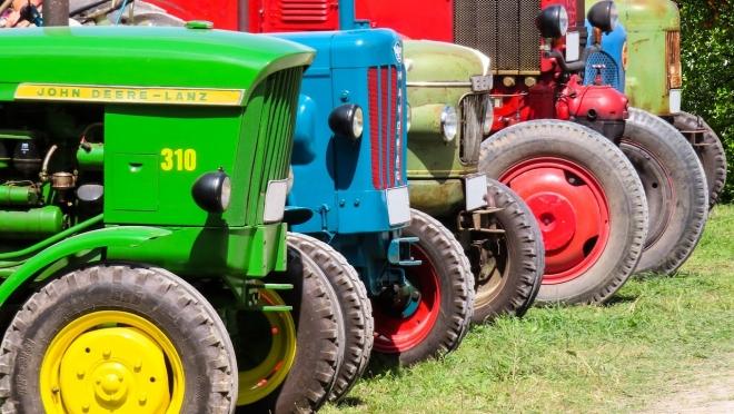 В Волжском районе семейная пара осталась без мини-трактора