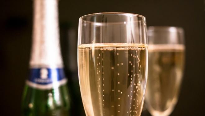 Главный нарколог Минзрава поддерживает запрет на детское шампанское