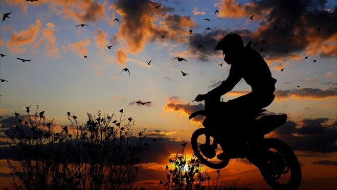 ДТП: 17-летний подросток на мотоцикле врезался в ограждение