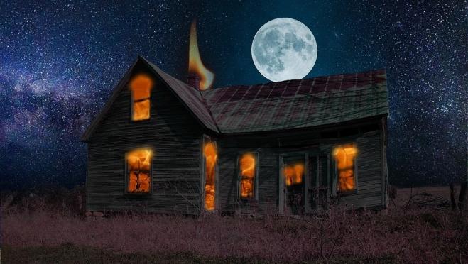 В садах «Дружба» ночью загорелся дом