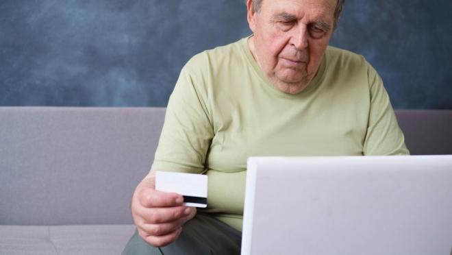 ОНФ предлагает ограничить для пенсионеров возможности использования банковских карт
