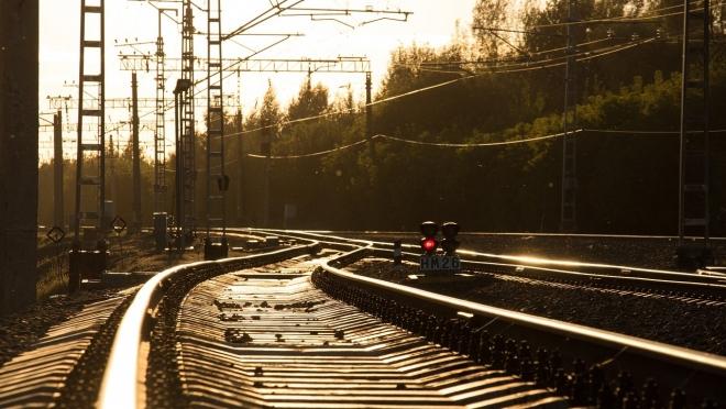 Железнодорожники ведут борьбу со снегом и льдом