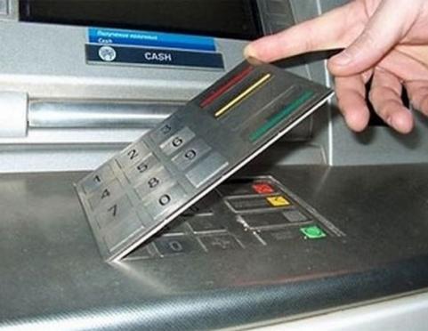 Осторожно, скимминг! Как не потерять деньги на пластиковой карте