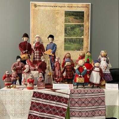 Рукотворная кукла в национальном костюме