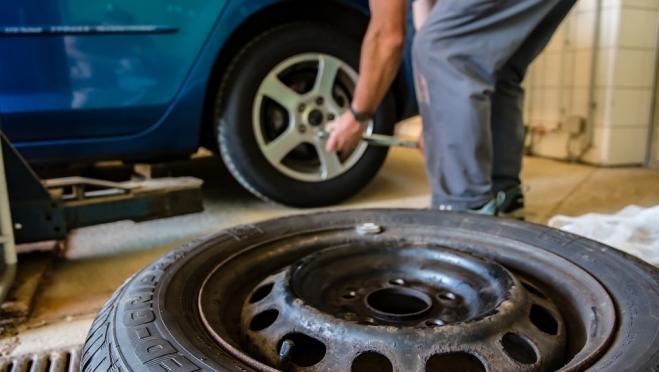 Автовладелец из Килемар лишился зимних колёс и телескопической удочки