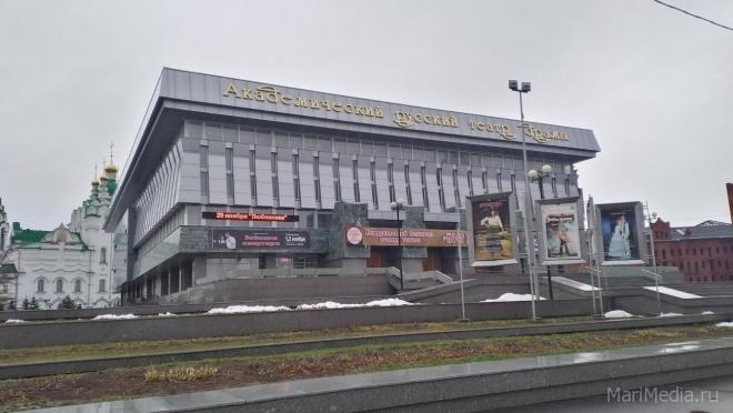 На подмостках академического театра «Мост дружбы»