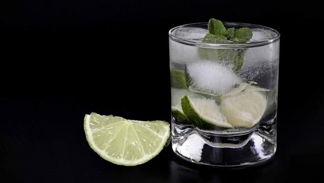 Во время самоизоляции не рекомендуется пить алкоголь