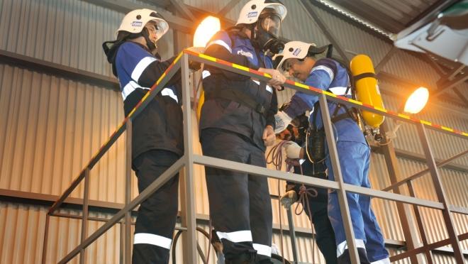 Аварийная газовая служба   тренирует навыки работы в газовых колодцах