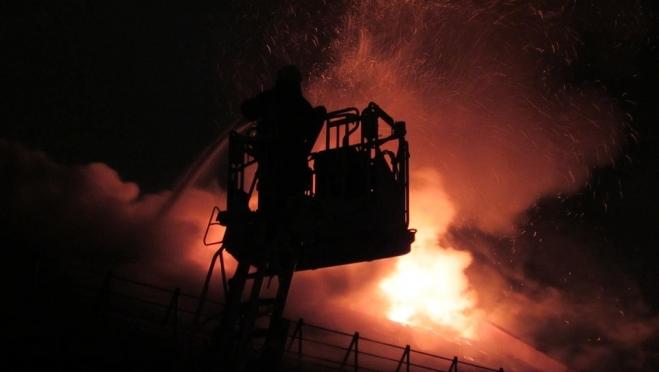 В воскресенье на улице Строителей загорелся многоквартирный дом