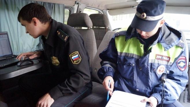 На улицах Йошкар-Олы дежурят сотрудники ГИБДД и приставы