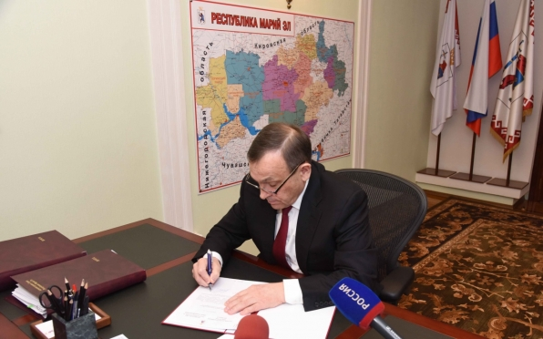 Александр Евстифеев отметил отличившихся работников культуры