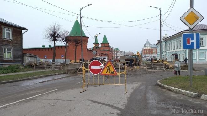 На улице Вознесенской на неделю закрыто движение для автотранспорта