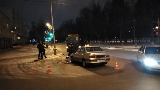 В Йошкар-Оле водитель маршрутки не пропустил машину на перекрёстке