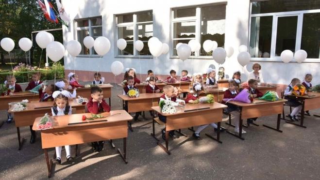 Сергей Кравцов запретил массовые мероприятия в школах до конца года