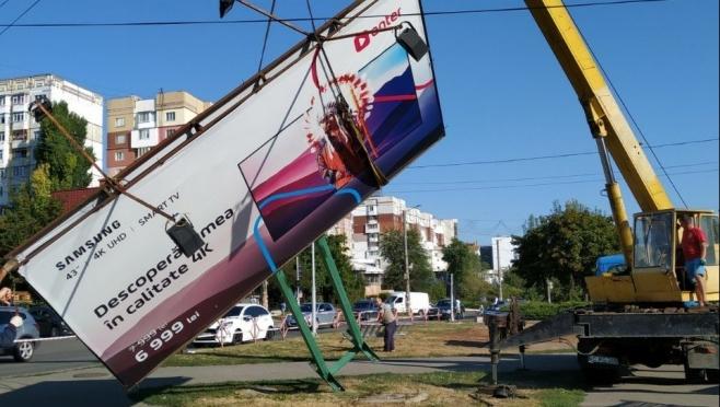 В Йошкар-Оле ведут борьбу с незаконной уличной рекламой