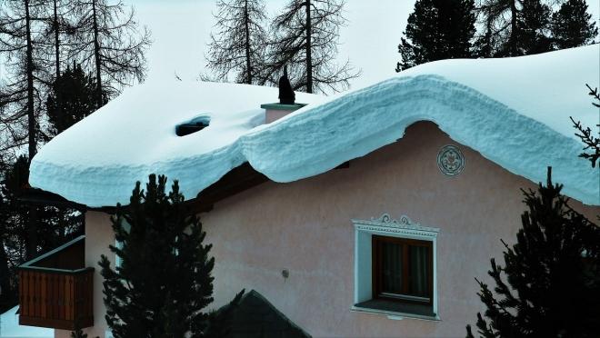 В Йошкар-Оле зафиксировано два случая схода снега с крыш на головы горожан