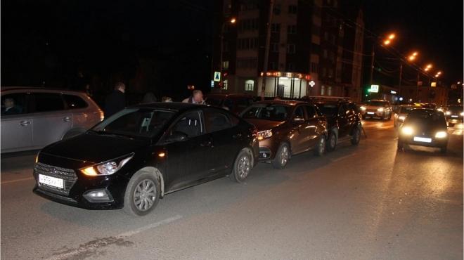 В Йошкар-Оле 66-летняя женщина-водитель протаранила несколько машин
