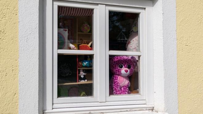 В Йошкар-Оле из окна третьего этажа выпал 3-летний малыш