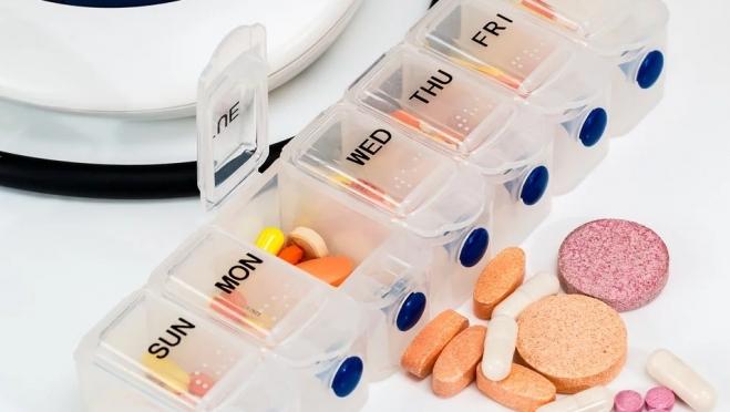 До, после или вместо: как правильно принимать витамины и БАДы
