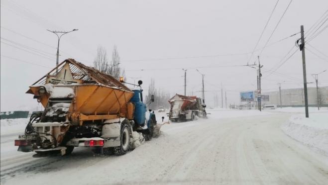 Зачем во время снегопада улицы Йошкар-Олы обрабатывают пескосоляной смесью