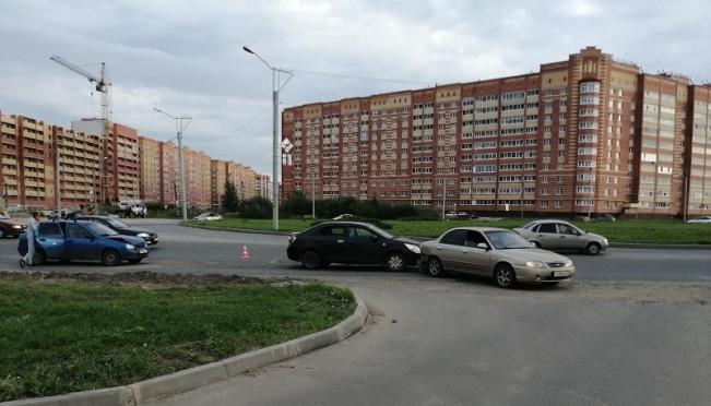В Йошкар-Оле столкнулись несколько машин