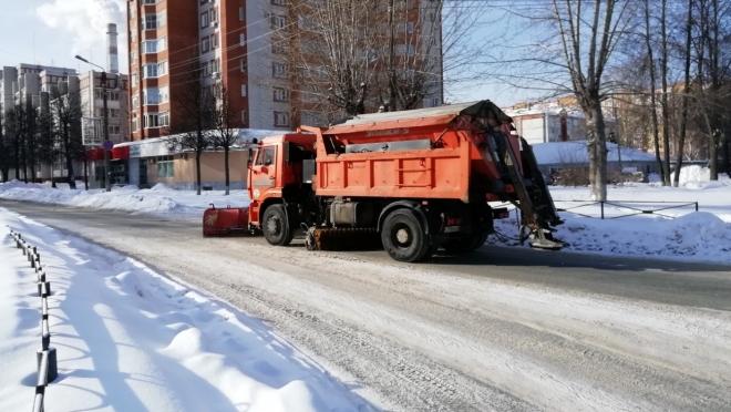 Улицы Йошкар-Олы чистят более 60 единиц спецтехники