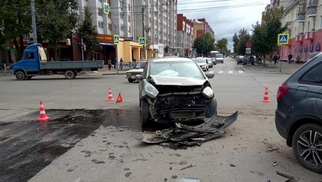 В Йошкар-Оле Lifan X60 не пропустил на перекрёстке Kia Venga