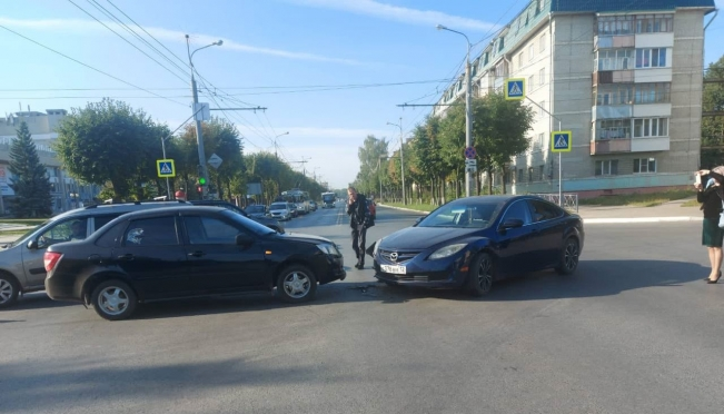 В Йошкар-Оле ищут очевидцев столкновения Mazda и «Лада Гранта»