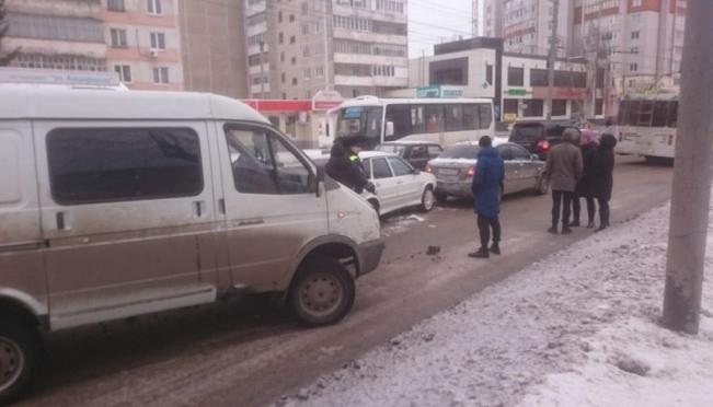 Две автоледи попали в ДТП по вине водителя «Газели»