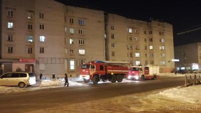 В Йошкар-Оле горит дом на улице Подольских Курсантов