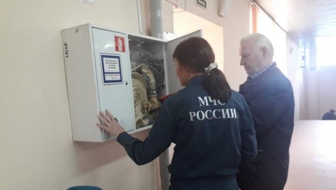 Сотрудники пожарного надзора проверяют готовность спортобъектов Йошкар-Олы к Спартакиаде