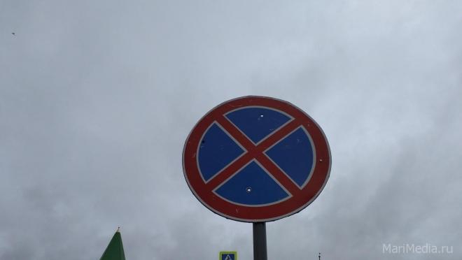 По техническим причинам парковаться вдоль улицы Свердлова запретили